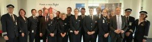 SAS-besætningen på premiereflyet til San Francisco inden afgang fra Københavns Lufthavn sammen med bl.a. lufthavnens direktør og SAS' koncernchef. Foto: Ernst Tobisch.