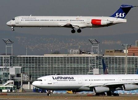 Ældre arkivfoto med udfaset MD-fly fra SAS og Lufthansa.