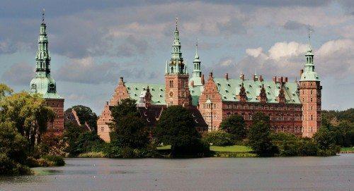 Frederiksborg_Slot_i_sol
