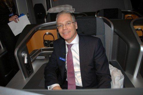 SAS' koncernchef, Rickard Gustafson, i selskabets nye business class på SAS' langruter. Foto: Preben Pathuel