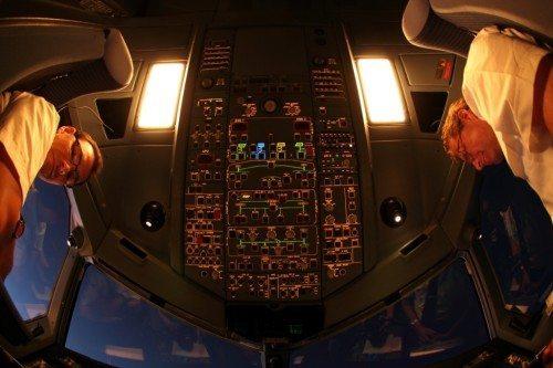 Cockpittet i en Airbus på et Thomas Cook Airlines Scandinavia-fly. Foto: Thomas Cook Airlines Scandinavia.