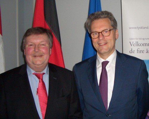 Bernd Hässler, til venstre, med den tyske ambassadør i Danmark, Claus Robert Krumrei.