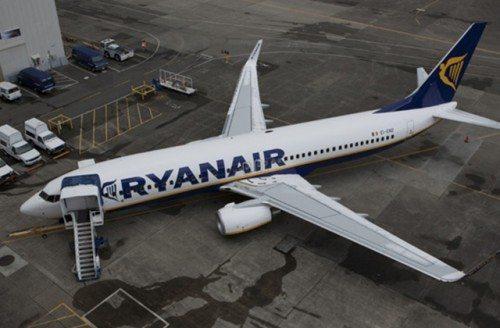 ryanair Boeing B737-800 fly