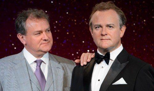 Fra Madame Tussauds i London, her skuespilleren Hugh Bonneville, i levende live til venstre, kendt fra den flotte TV-serie Downton Abbey.