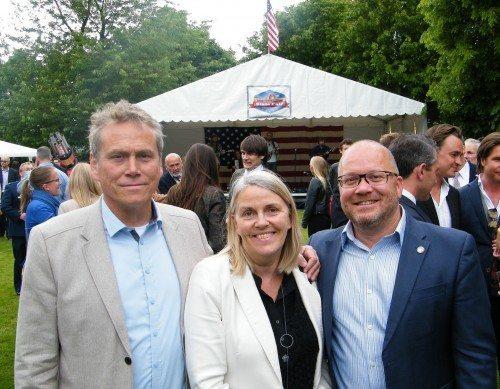 """Salgschefer fra rejsebranchen i den amerikanske ambassadørbolig sidste uge, fra venstre Michael Jensen fra Risskov Travel Partner, Sigridur """"Sigga"""" Sveinsdottir fra Icelandair og Air France KLM's Jens Vestergaard."""