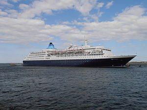 300px-Saga_Sapphire_15_May_2012_Port_of_Tallinn