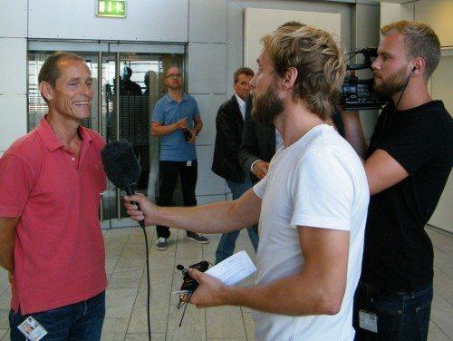 Fællestillidsmand for de ansatte i CPH, Peter Vium, interviewes efter pressemødet af TV2 Lorry.