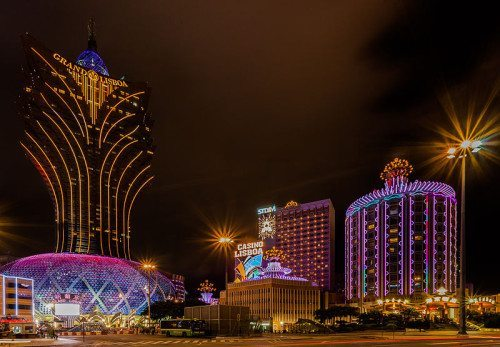 800px-Casinos,_Macao,_2013-08-08,_DD_01