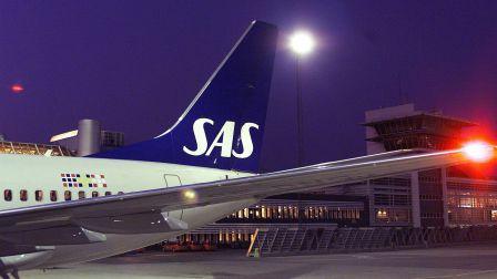 sas-B737-lufthavn-fly