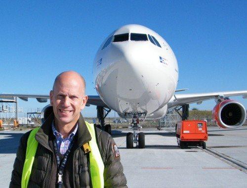 SAS fik forleden sit andet af fire bestilte nye Airbus A330-300 Enhanced, som chefpilot Thomas Lunding her ses foran.