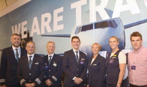 Flyvende personale fra SAS i Øksnehallen i fredags, yderst til højre er det selskabets marketingschef, Kenneth Christiansen.