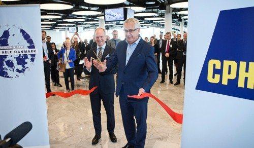 Transportminister Hans Christian Schmidt åbner sammen med lufthavnsdirektør Thomas Woldbye udvidelsen af Finger C.