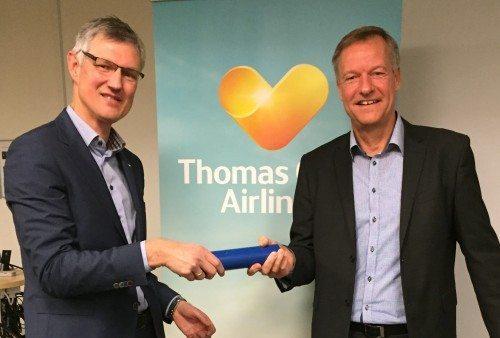 Per Knudsen, til venstre, overtager ledelsen af Thomas Cook Airlines efter Torben Østergaard.