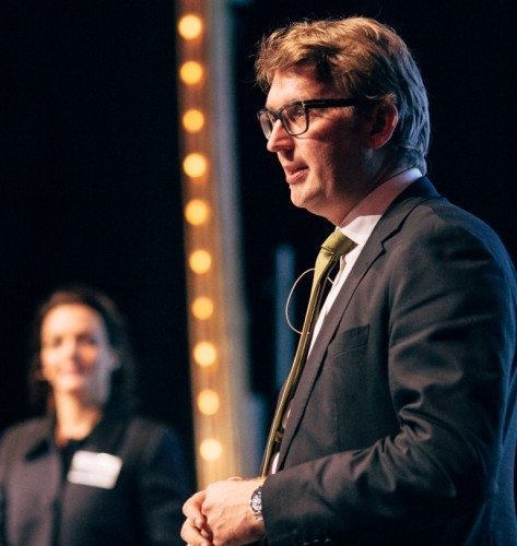 Troels Lund Poulsen under Horestas årsdag i Cirkusbygningen, i baggrunden Horestas adm. direktør, Katia K. Østergaard. Foto: Horesta.