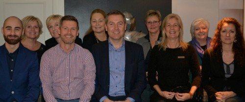Hovedparten af de ansatte fra Lufthansa-gruppen i Danmark ved sammenkomsten forleden på Hotel Kong Arthur. På Preben Pathuels foto sidder Morten Balk forrest i midten.