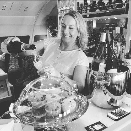 Mai Kappenberger overtog for kort bemærkning baren i business class-afdelingen på Emirates' første A380-flyvning fra Dubai til Københavns Lufthavn.