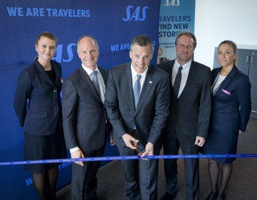 USAs ambassadør i Danmark, Rufus Gifford, indvier den nye SAS-rute fra København til sin hjemby, Boston, flankeret til venstre af Københavns Lufthavns direktør, Thomas Woldbye, og SAS koncerndriftsdirektør, Lars Sandahl Sørensen.