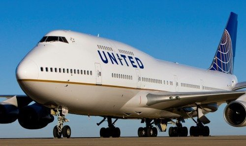 United Boeing 747 fly