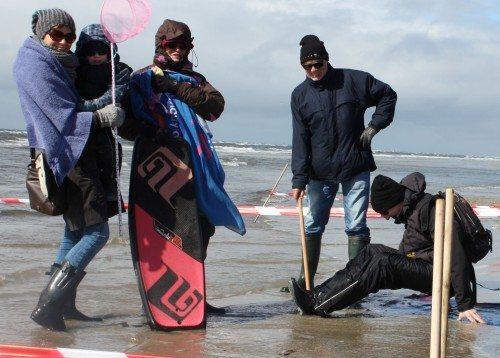 Medarbejdere hos VisitDenmark i gang med at klargøre til pladsgarantien på de danske strande.