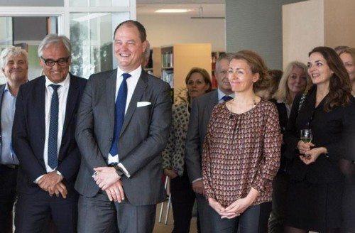 Fra sidste måneds farvelkommen-reception, hvor VisitDenmark skiftede bestyrelsesformand. Allan Agerholm griner i forgrunden, til venstre står VisitDenmarks direktør, Jan Olsen. Den unge dame i sort yderst til højre er Horesta-direktør, Katia Østergaard.