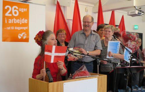 """Fra 3F Kastrups uddeling af sine Aktivpriser i går, forrest Anne Marie Helger, i midten 3F-formand Henrik Bay-Clausen og i baggrunden fagforeningens """"morgenbolledamer."""""""