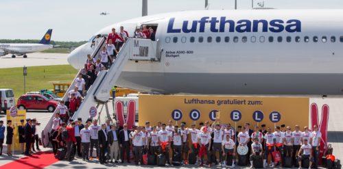 Lufthansa fløj i går, søndag, Bayern München hjem til München efter holdet lørdag i Berlin vandt den tyske pokalfinale over Dortmund.