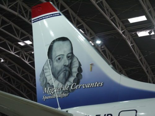 Den spanske forfatter Miguel de Cervantes - berømt for romanen om Don Quijote - pryder en Norwegian flyhale.