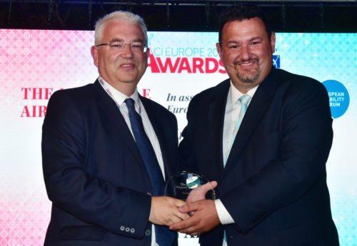 Dublin Airports direktør Vincent Harrison (til venstre) fik overrakt Accessible Airport Award af Yannis Yallouros fra EDF.