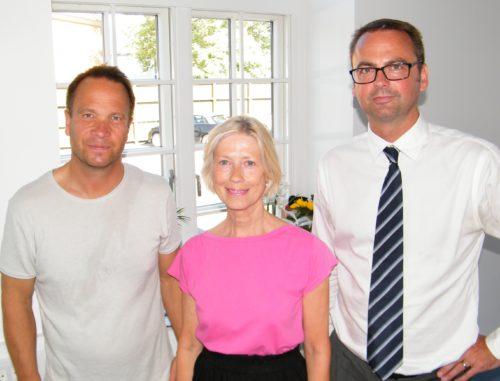 Jette Ward flankeret ved receptionen i går af til venstre formand for samarbejdsorganet for udenlandske turistkontorer Antor i Danmark, Stig Sommerfeldt Kaspersen, Portugals turistchef i Danmark, og chef for VisitBritains nordiske aktiviteter, Gary Robson.