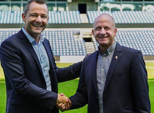 Jan Lockhart, til venstre, med Brøndbys salgschef, Michael Lieberkind.