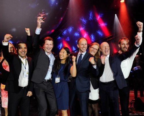 Teamet fra Københavns Lufthavn modtager deres pris i Durban i september sidste år. Fra venstre Tina Bendix (delvist skjult), Majid Khan, Ole Wieth Christensen, Katja Jung Rasmussen, Oliver V. Wormslev Petersen, Annika Liljenberg, Simon Nathan og Ulv Elbirk.