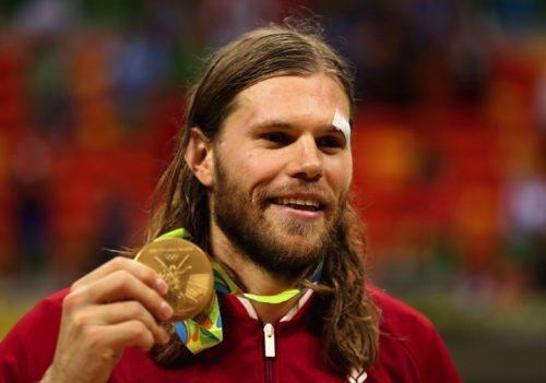 Mikkel Hansen med sin håndbold-guldmedalje. Foto: Olympic.org.