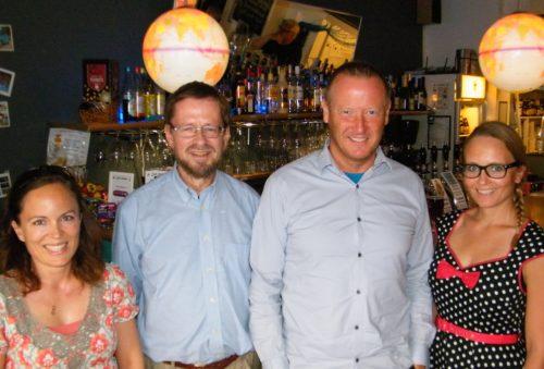 Fra jubilæet i De berejstes Klub, fra venstre medlem Elsa Ranzau, formand Søren Fodgaard, grundlægger Ole Egholm og Susanne Torpe, også medlem.