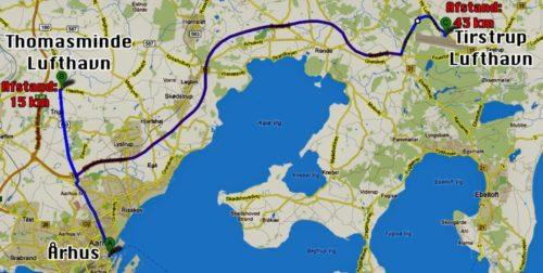 Tegningen viser Thomasminde 15 nord for Aarhus, mens den nuværende lufthavn, Tirstrup, ligger til højre, ca. 45 km fra byen.