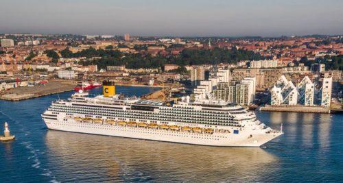Krydstogtskib fra italienske Costa Cruises i Aarhus Havn.