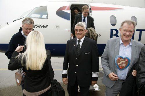 Niels Sundberg, i midten ved åbning af Sun-Airs rute fra Billund til München i 2012; året efter rundede han de 65 år og måtte dermed ikke mere flyve som kommerciel pilot.