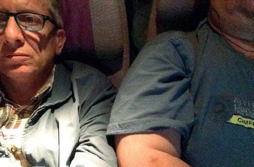 Den italienske passager tog dette foto af ham med den overvægtige medrejsende.