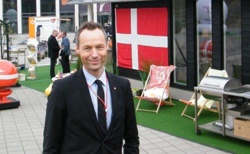 Lars Ramme Nielsen fotograferet af standby.dk i 2013 ved en af verdens største turistmesser, ITB i Berlin, hvor VisitDenmark bl.a. stillede med et typisk dansk sommerhus.