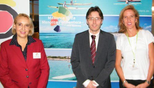 Direktør for Den Spanske Stats Turistbureau i Danmark, Raul Castro Cano, flankeret ved sammenkomsten.