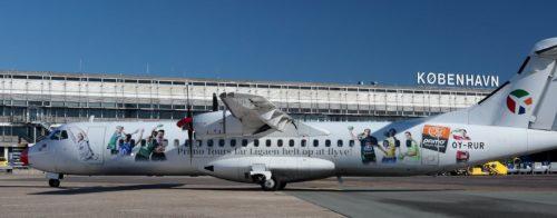 Det særmalede ATR72-fly fra Danish Air Transport fotograferet i går af Arne V. Petersen.