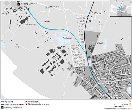 Kortet viser Lindholm Station nederst til højre og ruten frem til Aalborg Lufthavn, øverst til venstre.